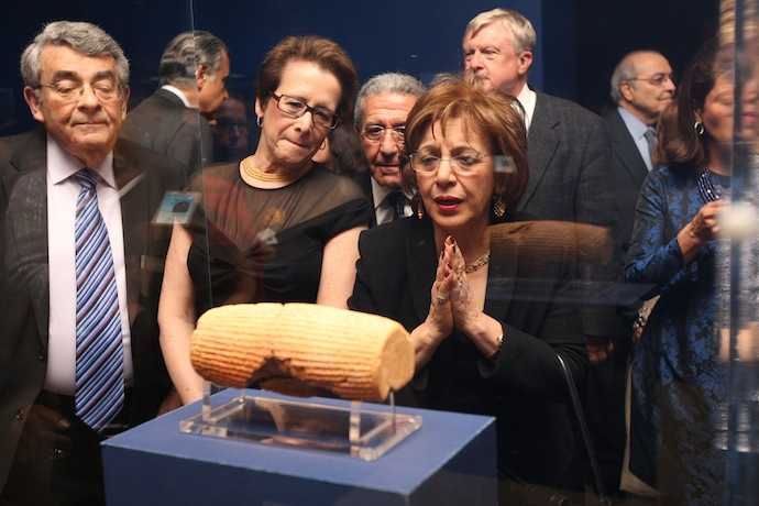 Guests visit the Cyrus Cylinder with admiration - Photo Hasan Sarbakhshian